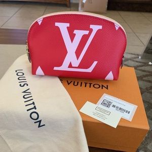 1 DAY SALE 💝 Louis Vuitton Makeup Pouch